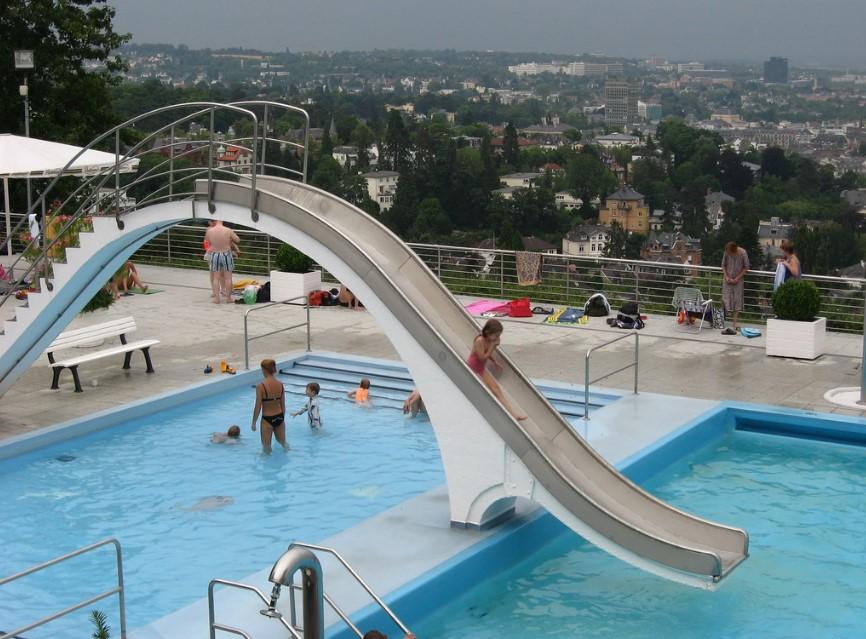 desain kolam renang umum