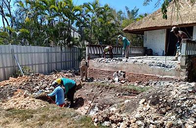 renovasi-kolam-renang-pemasangan-bekesting-2