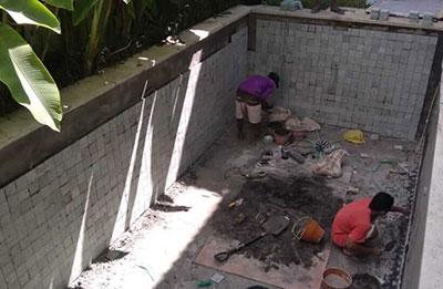 renovasi-kolam-renang-pemasangan-keramik