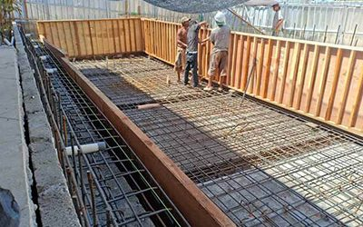 renovasi-kolam-renang-pemasangan-bekesting-1